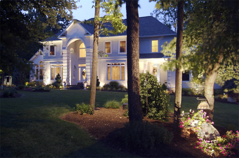 Outdoor Landscape And Lawn Lighting